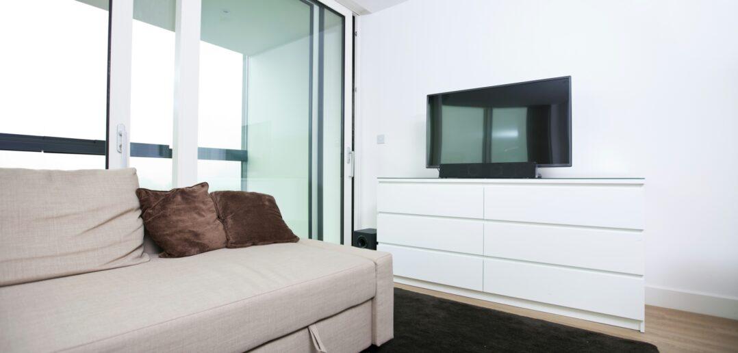 Soveværelse med skydedør i glas