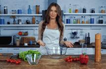 Kvinde i køkkenet